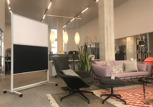 Point de rencontre entre la décoration murale moderne les cloisons amovibles et le mobilier de bureau fonctionnel